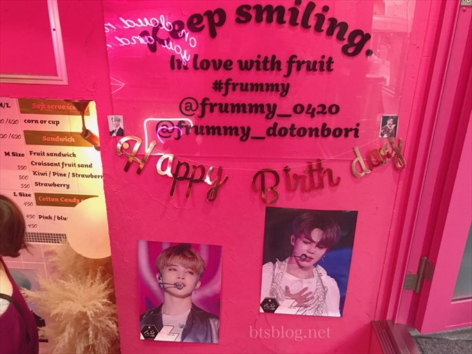 Frummyの店内のピンクで可愛い