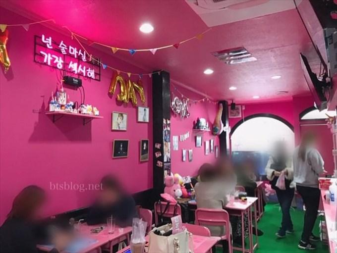 iTEMCAFEの店内はピンクで可愛い